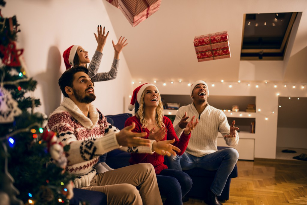 holiday games - Fun Christmas Games For Large Groups